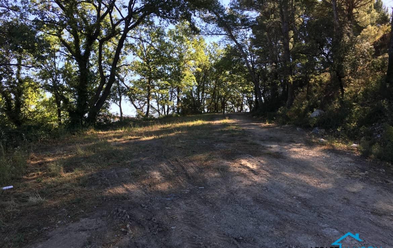 EGUILLES Terrain avec vue imprenable à 445000 €